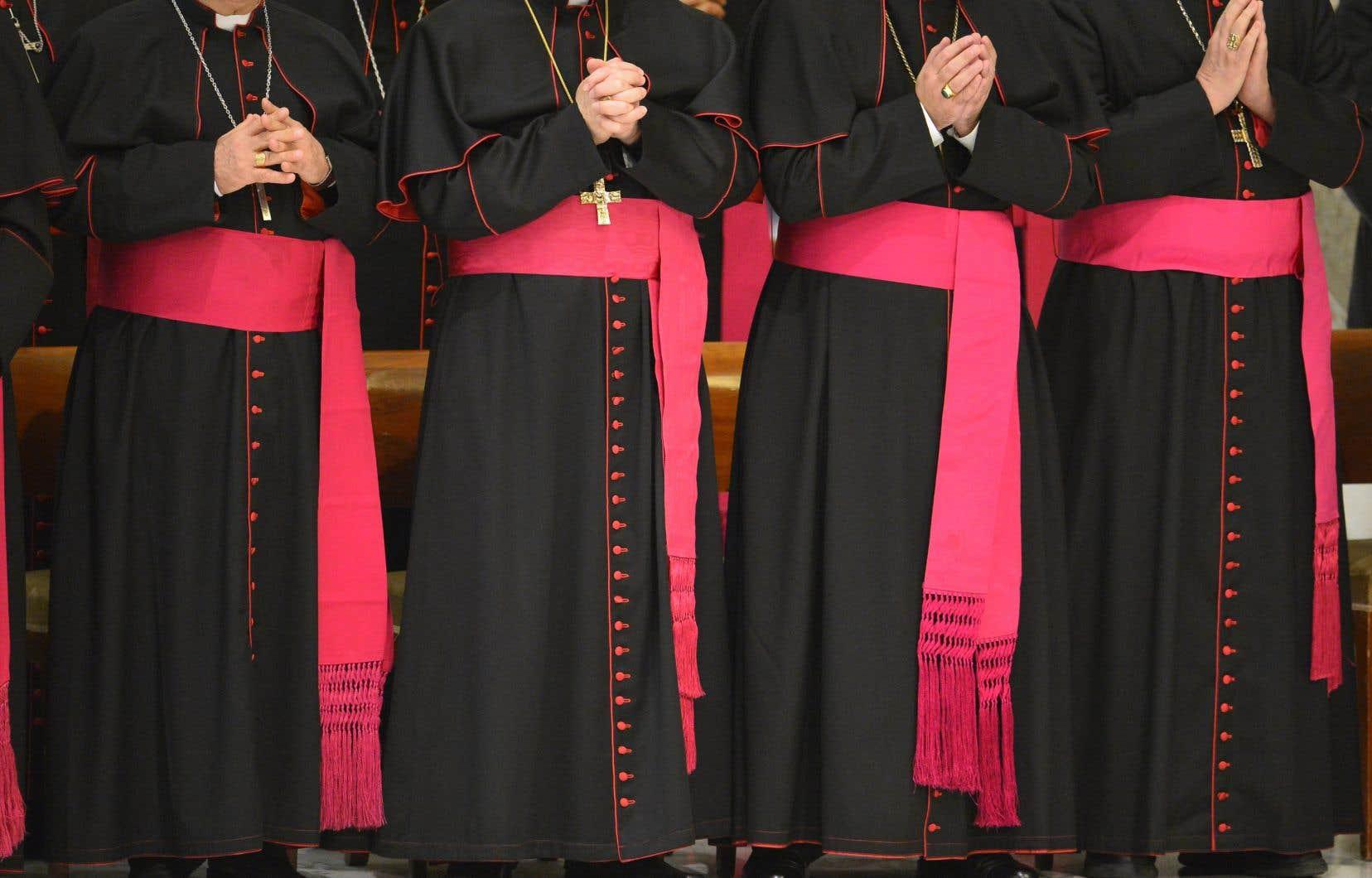 L'Église catholique est la seule Église qui conserve un dossier pour chacun de ses prêtres. Certains ont été détruits, mais d'autres sont toujours là.