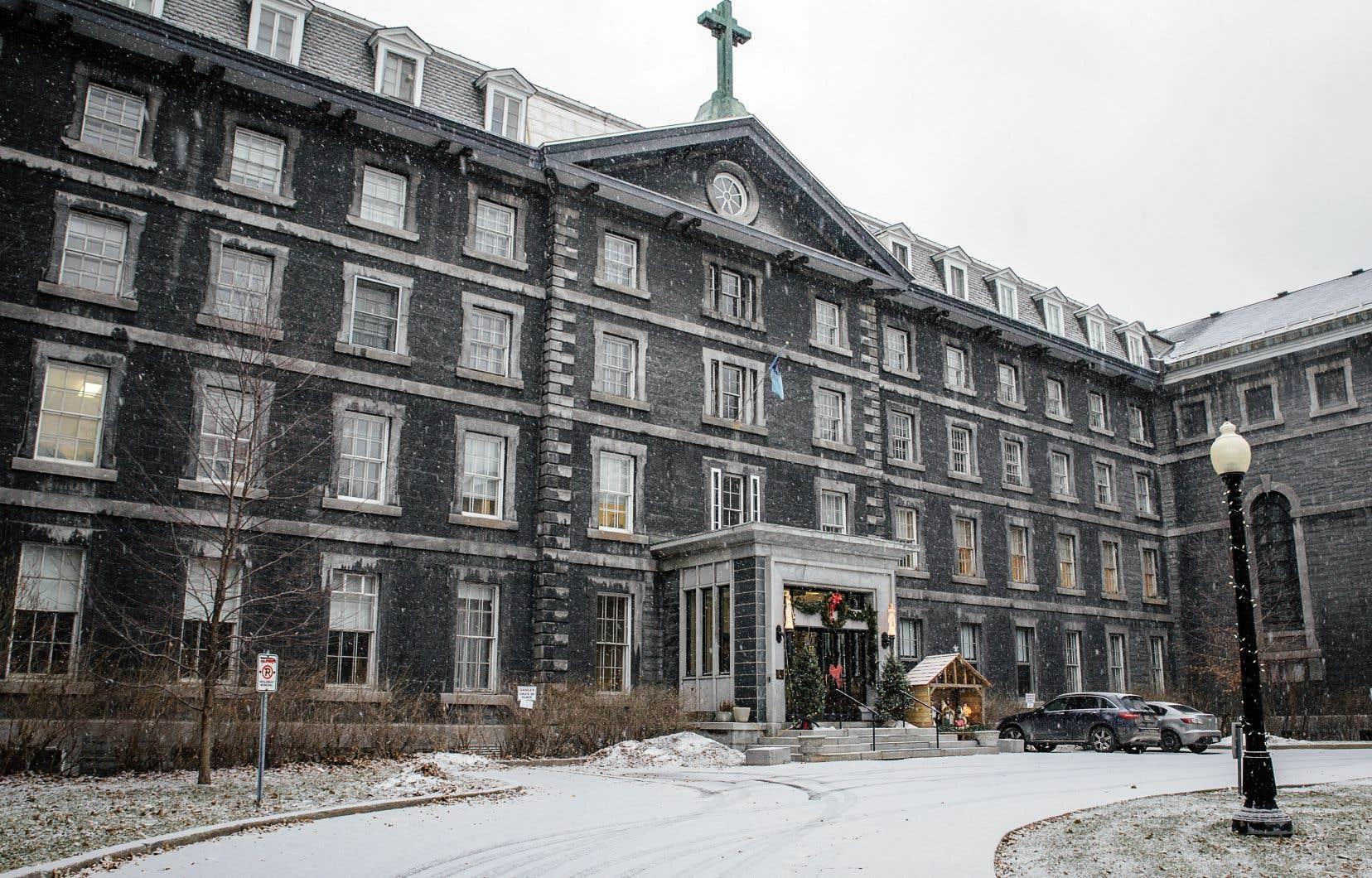 Héritage Montréal accueille favorablement l'idée d'aménager une nouvelle école primaire au centre-ville sur le site du Grand Séminaire.