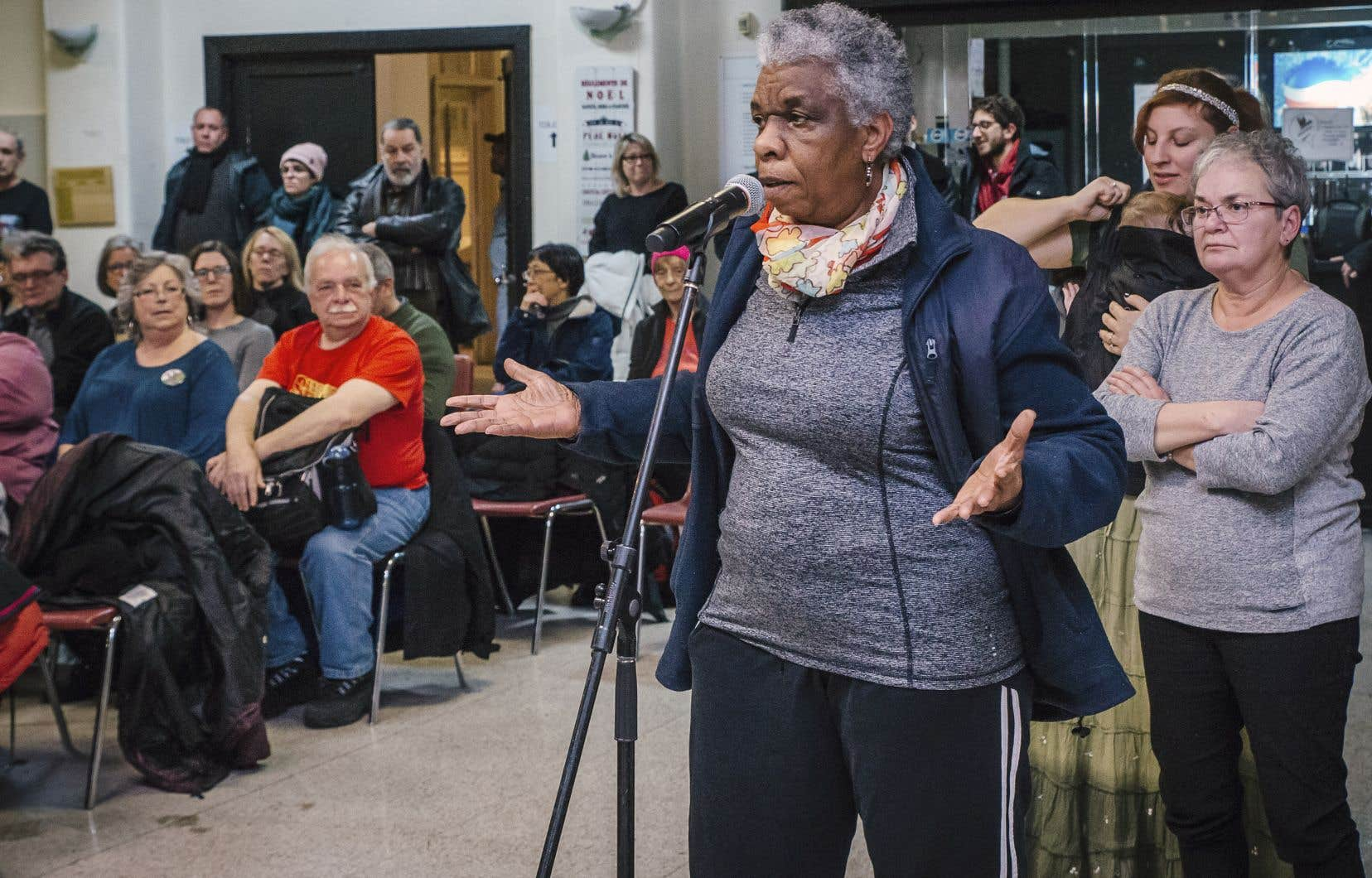 Nombreux ont été les citoyens à s'avancer au micro, mardi soir, au YMCA d'Hochelaga-Maisonneuve, pour dénoncer le fait que jamais ils n'avaient été mis au courant de la situation financière critique de «leur centre».