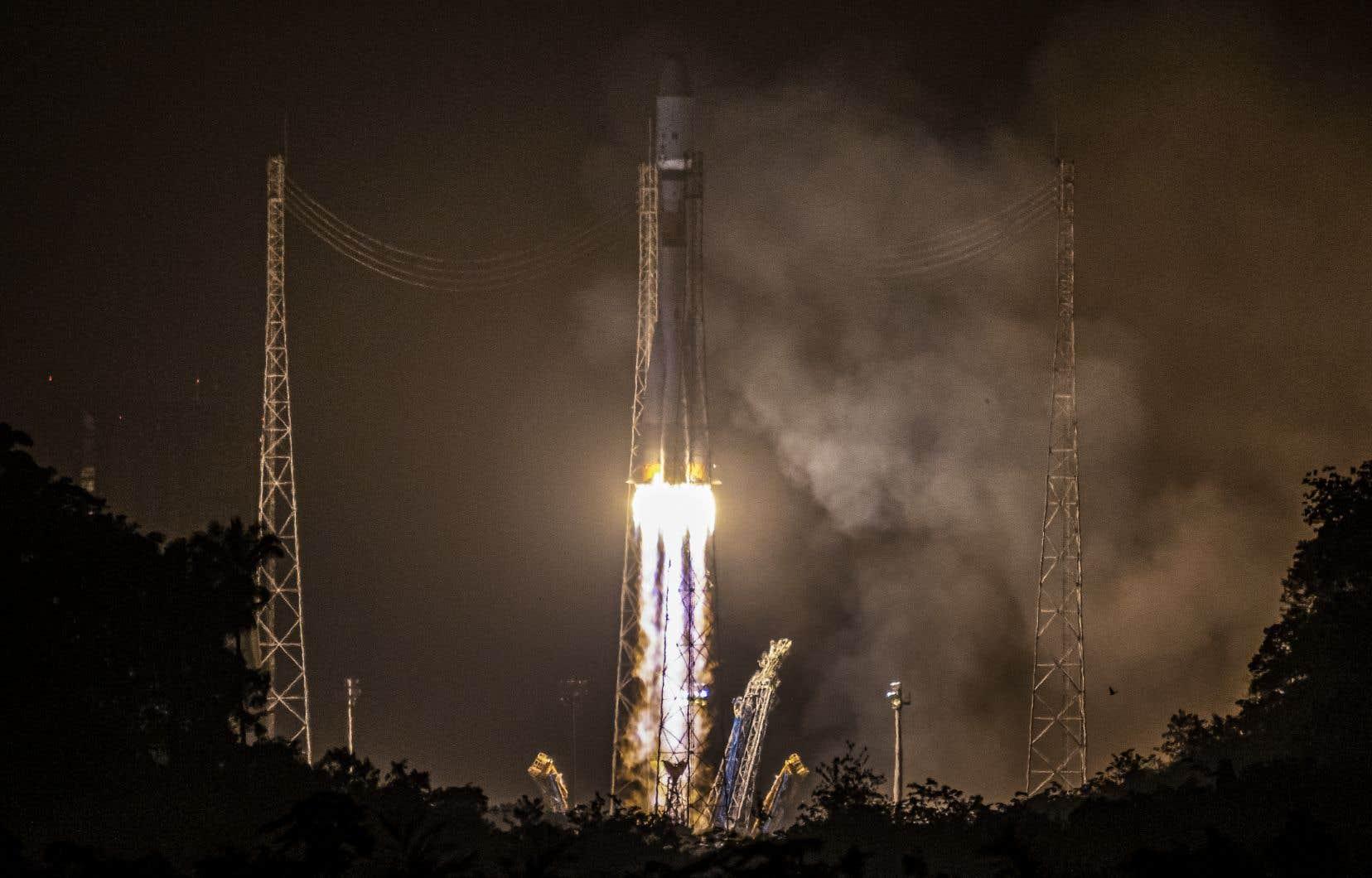 <p>Le lanceur moyen Soyouz, dont c'était le troisième lancement de l'année, a décollédu Centre spatial guyanais.</p>