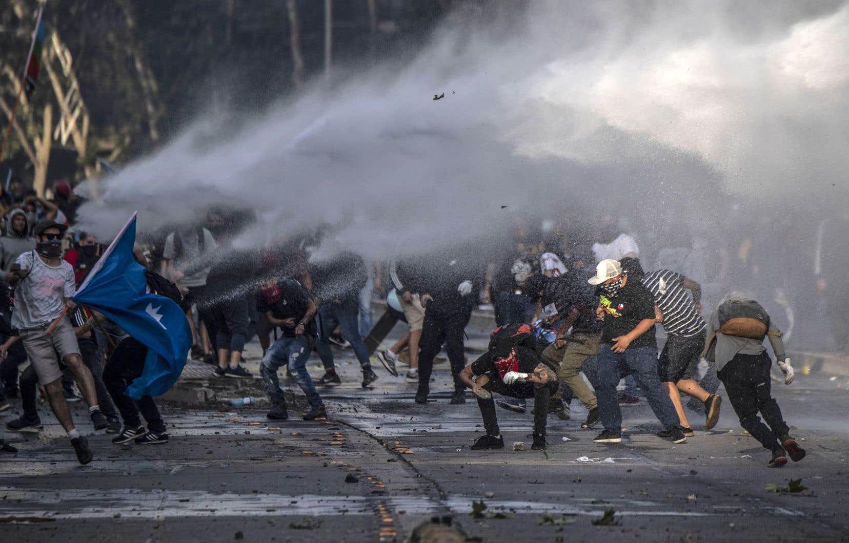 «L'héritage de la dictature militaire chilienne s'immisce bel et bien dans chaque recoin des événements actuels», souligne l'auteure.
