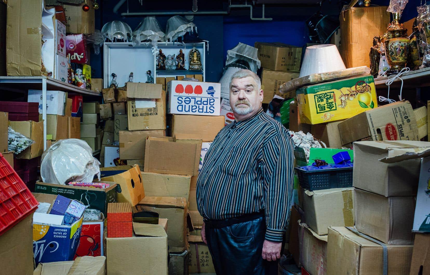 Jean-Luc Bonspiel, poète «punk», dans le Quartier chinois