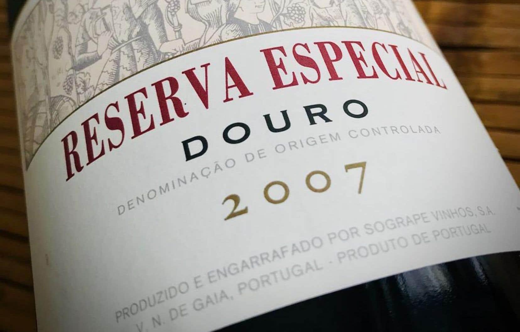 Les 187,25$ demandés pour la cuvée Reserva Especial 2007 de la Casa Ferreirinha (13253293) ont certes fait grimper en flèche le prix moyen par bouteille, mais il fallait tout de même palper l'émotion des Amis du vin du «Devoir» lors de sa dégustation à l'aveugle.