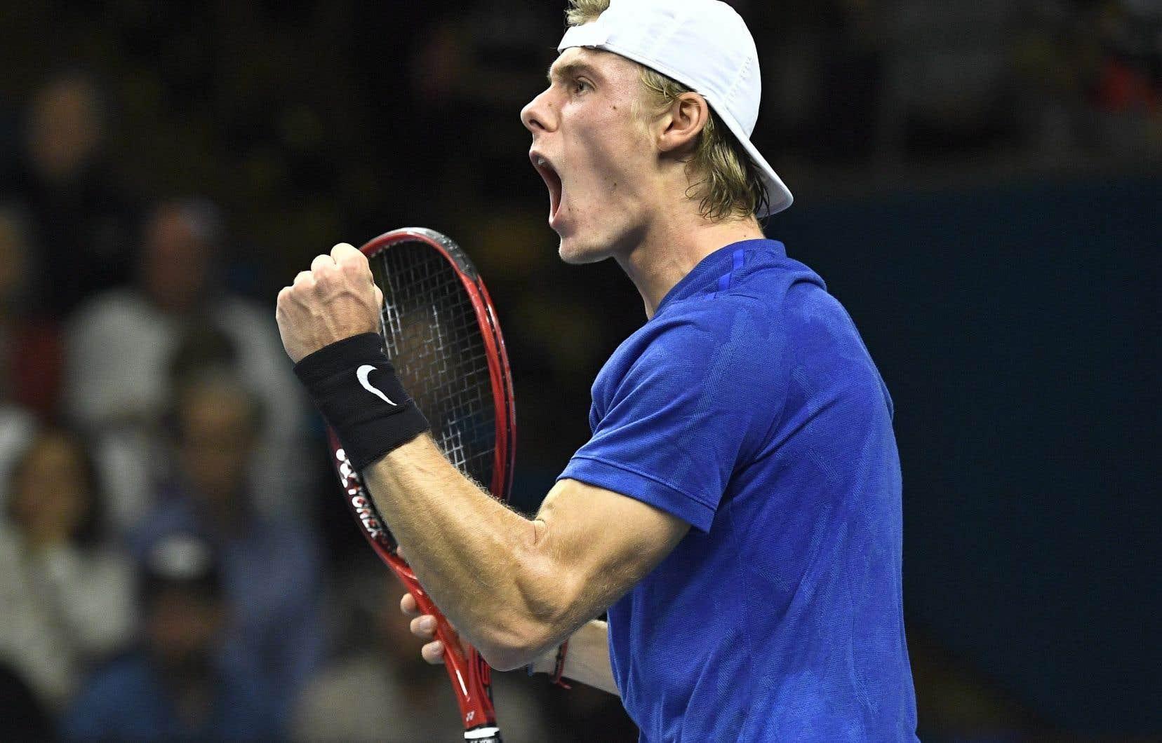 Lors de cet automne productif, Shapovalov a remporté son premier titre de l'ATP à l'Open de Stockholm et a atteint sa première finale du Circuit Masters 1000 à Paris. Il a par la suite mené le Canada vers la première finale de la Coupe Davis de son histoire.