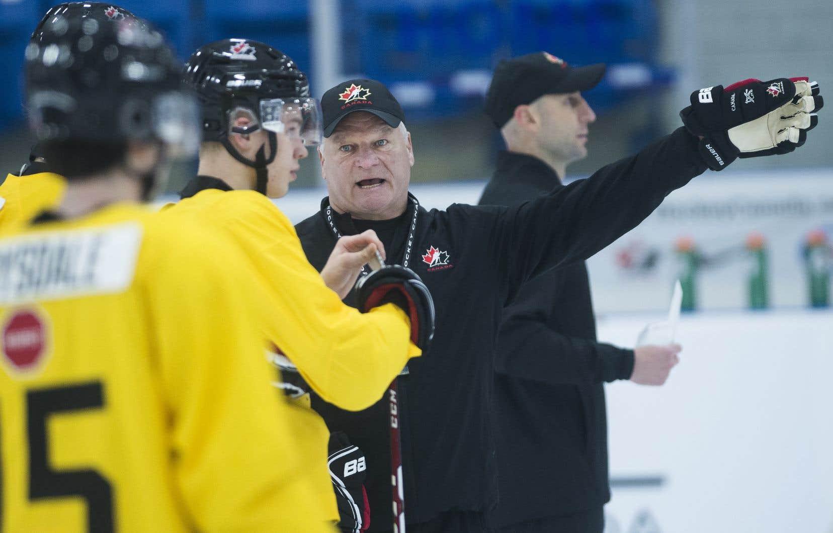 Apprécié des amateurs pour sa combativité quand il portait les couleurs des Nordiques de Québec, Dale Hunter exige un travail sans relâche de ses joueurs.