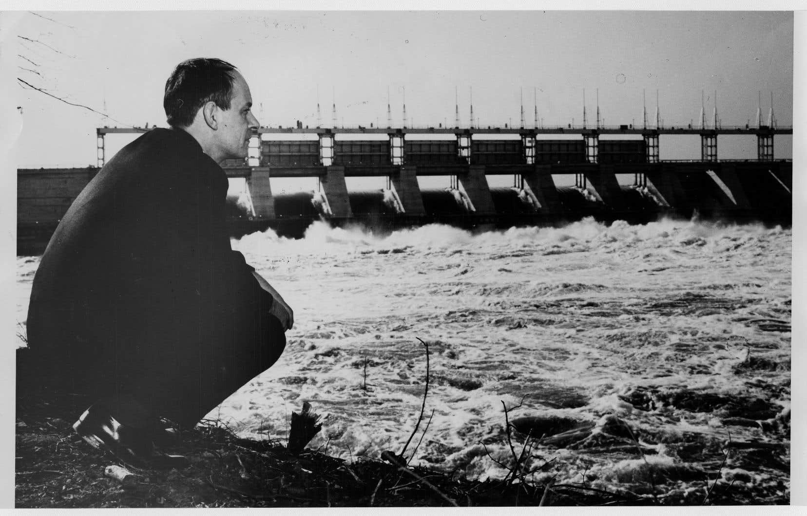 René Lévesque, ministre libéral des Richesses naturelles du Québec en 1962
