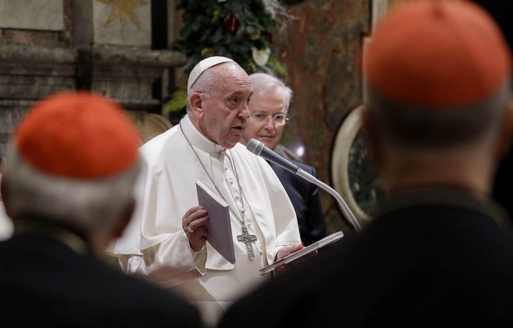Le pape François a adressé ses voeux de Noël aux cardinaux, aux évêques et aux prêtres qui oeuvrent auVatican.
