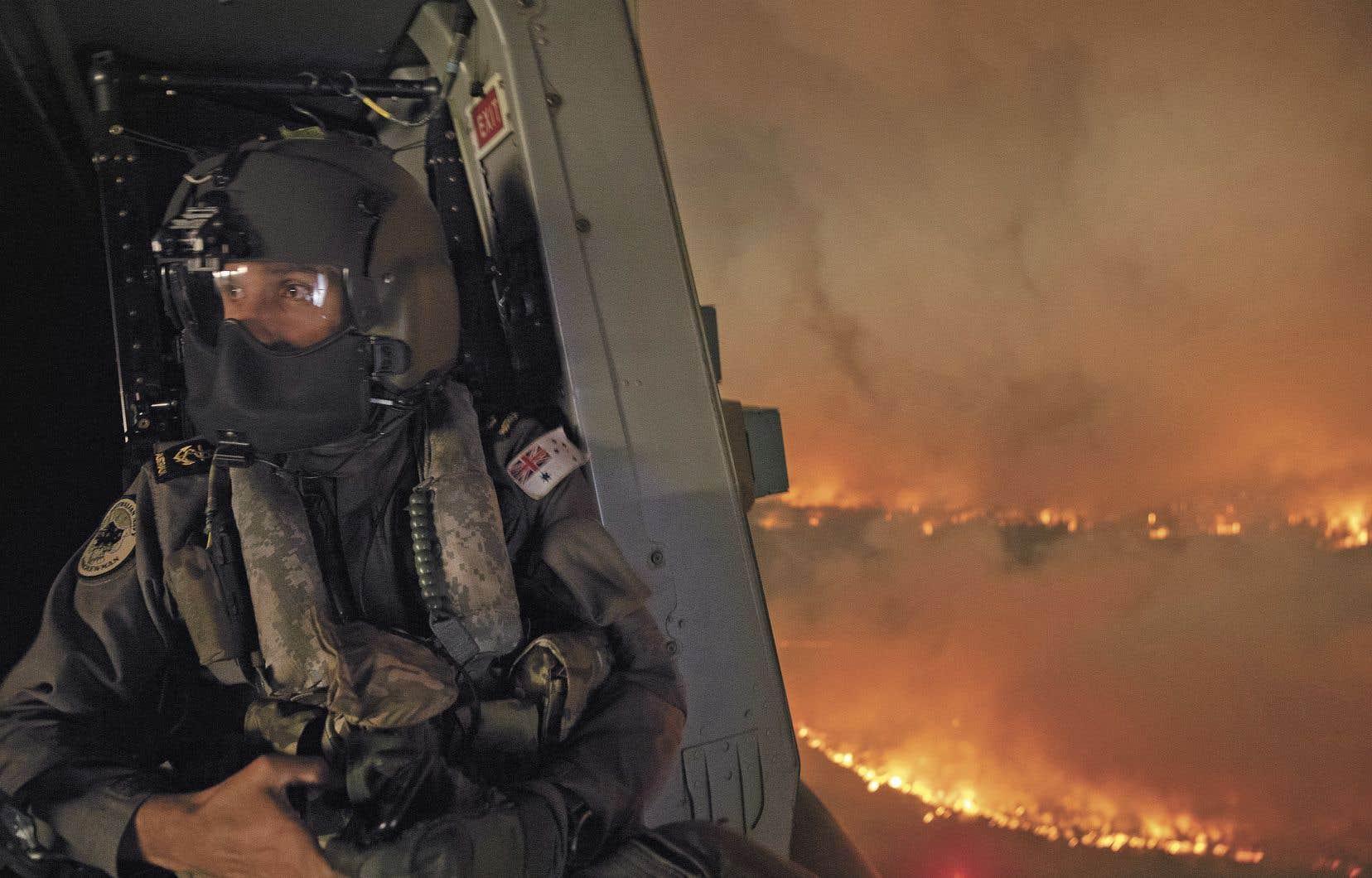 Les incendies australiens ont jusqu'ici détruit au moins 30000km² de terres, tué au moins 10 personnes et détruit plus de 800 maisons.
