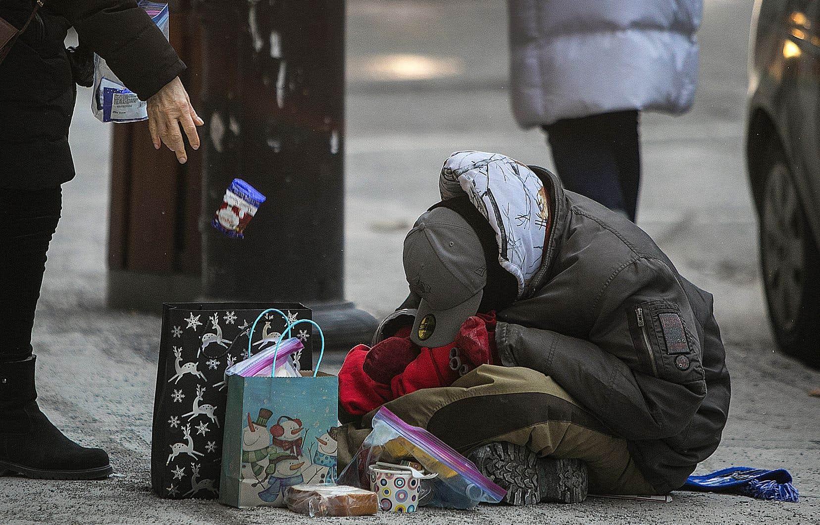 Certains gestes de bonne volonté, comme réveiller un itinérant pour lui offrir à manger, pourraient être mal perçus par les personnes concernées.