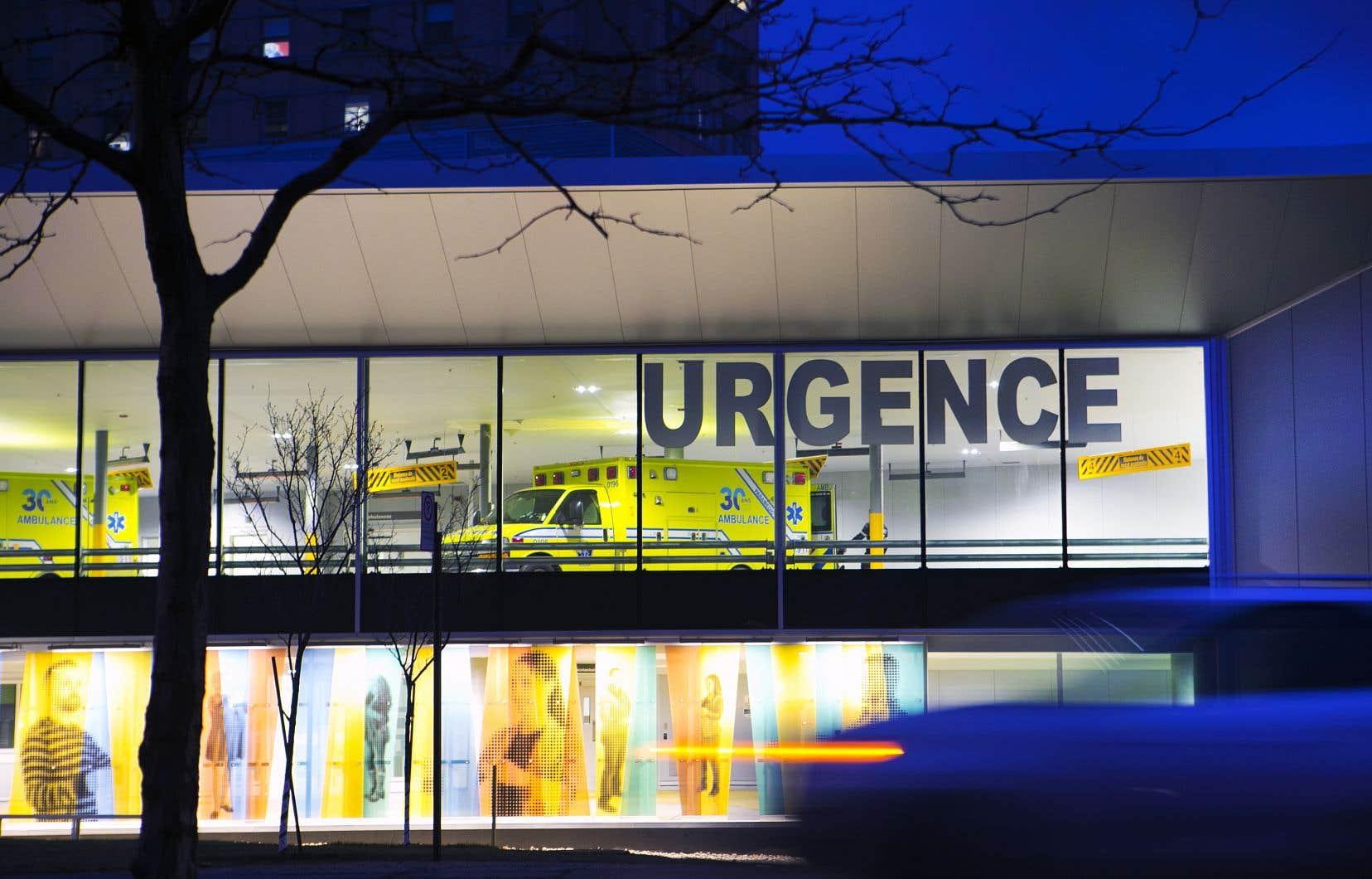 À Montréal, 13 des 21 établissements de santé se trouvaient en situation d'achalandage «très élevé», et plusieurs dépassaient leur capacité maximale de plus de 50%.