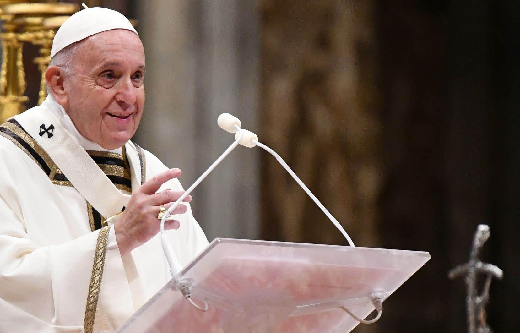 Le pape François a demandé mardi soir aux fidèles de ne pas oublier de «dire merci», notant que «c'est le meilleur moyen pour changer le monde».