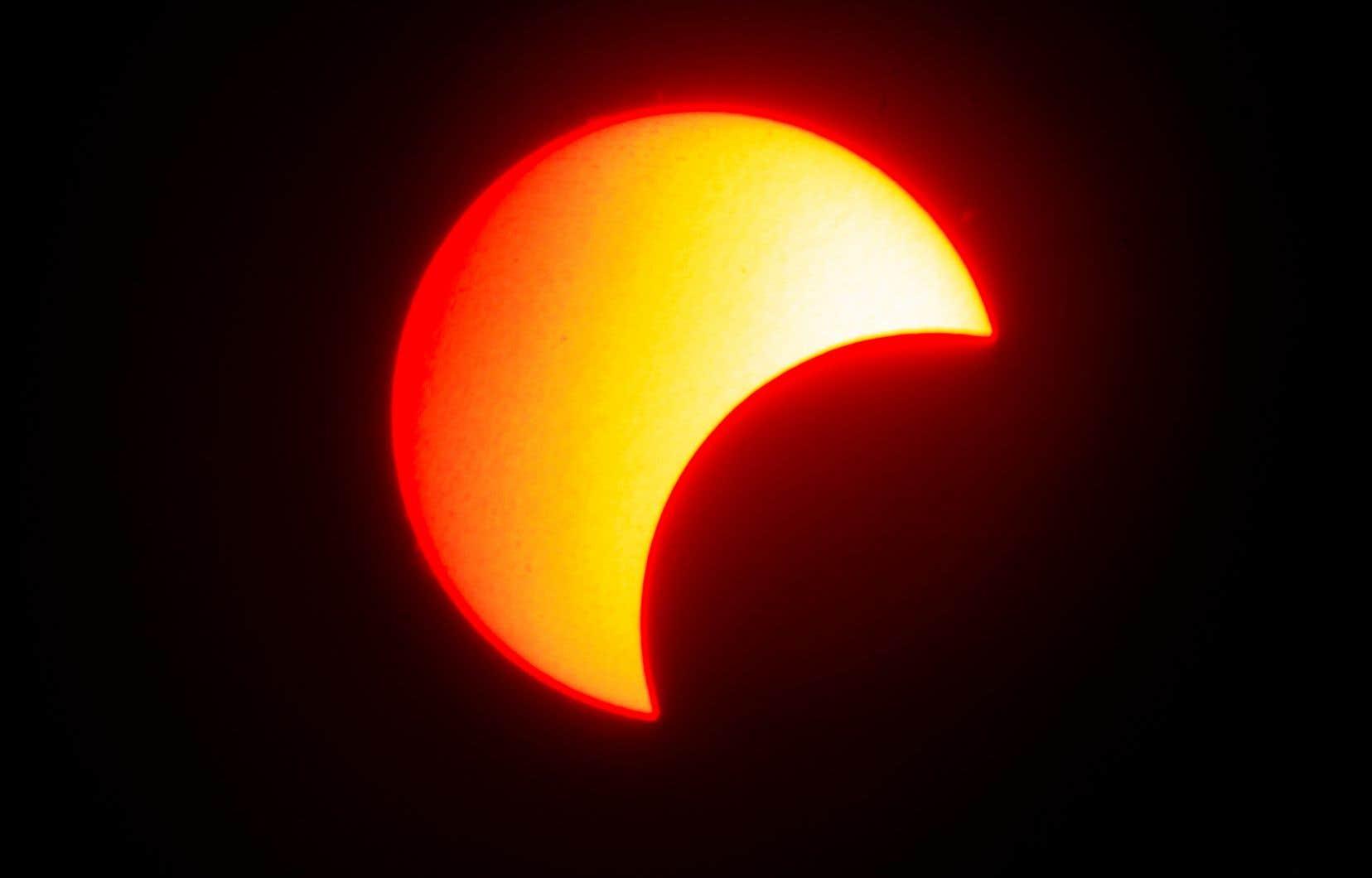 Les éclipses annulaire du Soleil ne se produisent que tous les un ou deux ans et ne sont visibles que d'une bande de terre étroite.