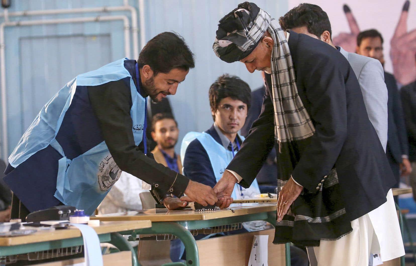 L'élection devait être la plus propre jamais organisée dans la jeune démocratie afghane, une entreprise allemande ayant fourni des machines biométriques pour empêcher les gens de voter plus d'une fois.