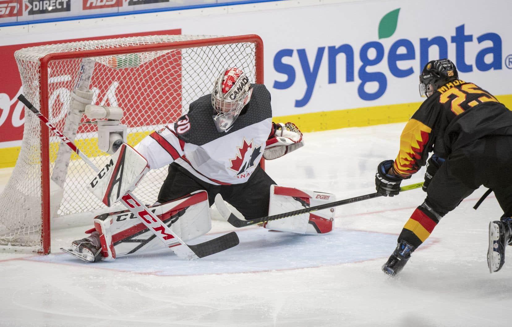 Le gardien Joel Hofer a remporté son premier départ sur la scène internationale dans la victoire de 4-1 du Canada face à l'Allemagne au Championnat mondial de hockey junior.