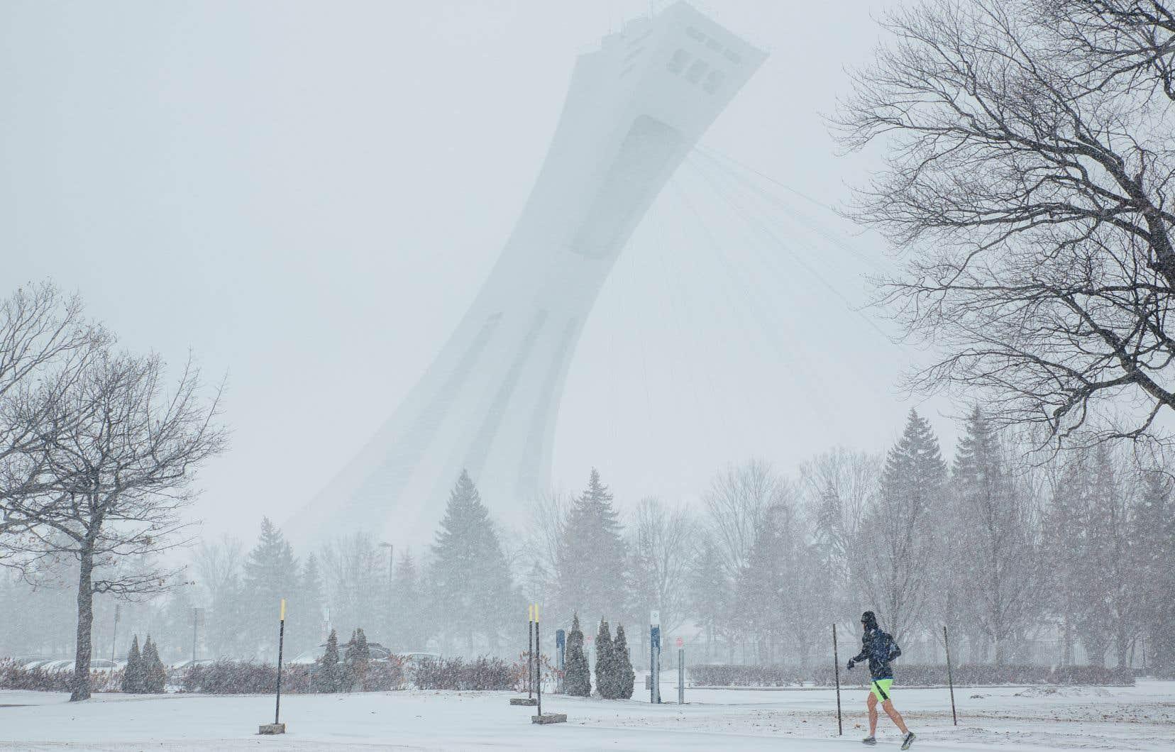 La tempête a laissé une bonne couche de neige dans le sud du Québec, notamment à Montréal.