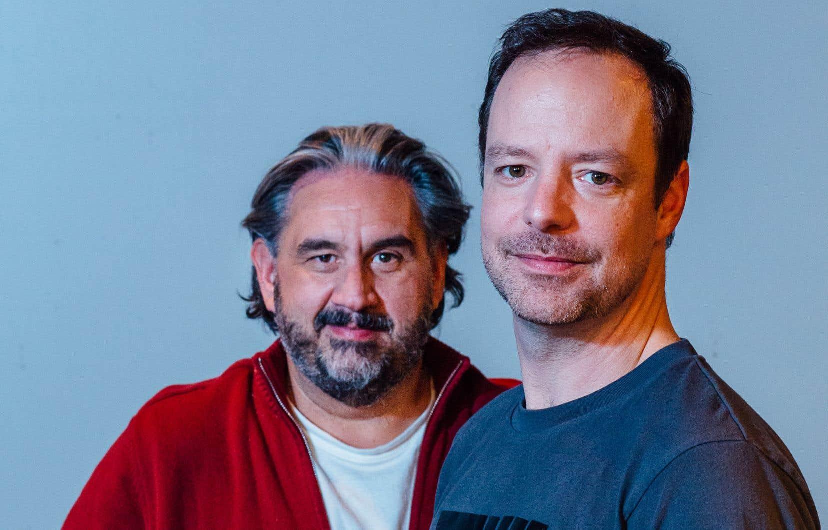 La pièce se passe en 1941. Sur scène se croisent le vieux et le jeune Nelligan, interprétés par Marc Hervieux (à gauche) et Dominique Côté, qui ont l'occasion de reprendre ensemble des rôles créés en 2010 avec l'Atelier lyrique de l'Opéra de Montréal.
