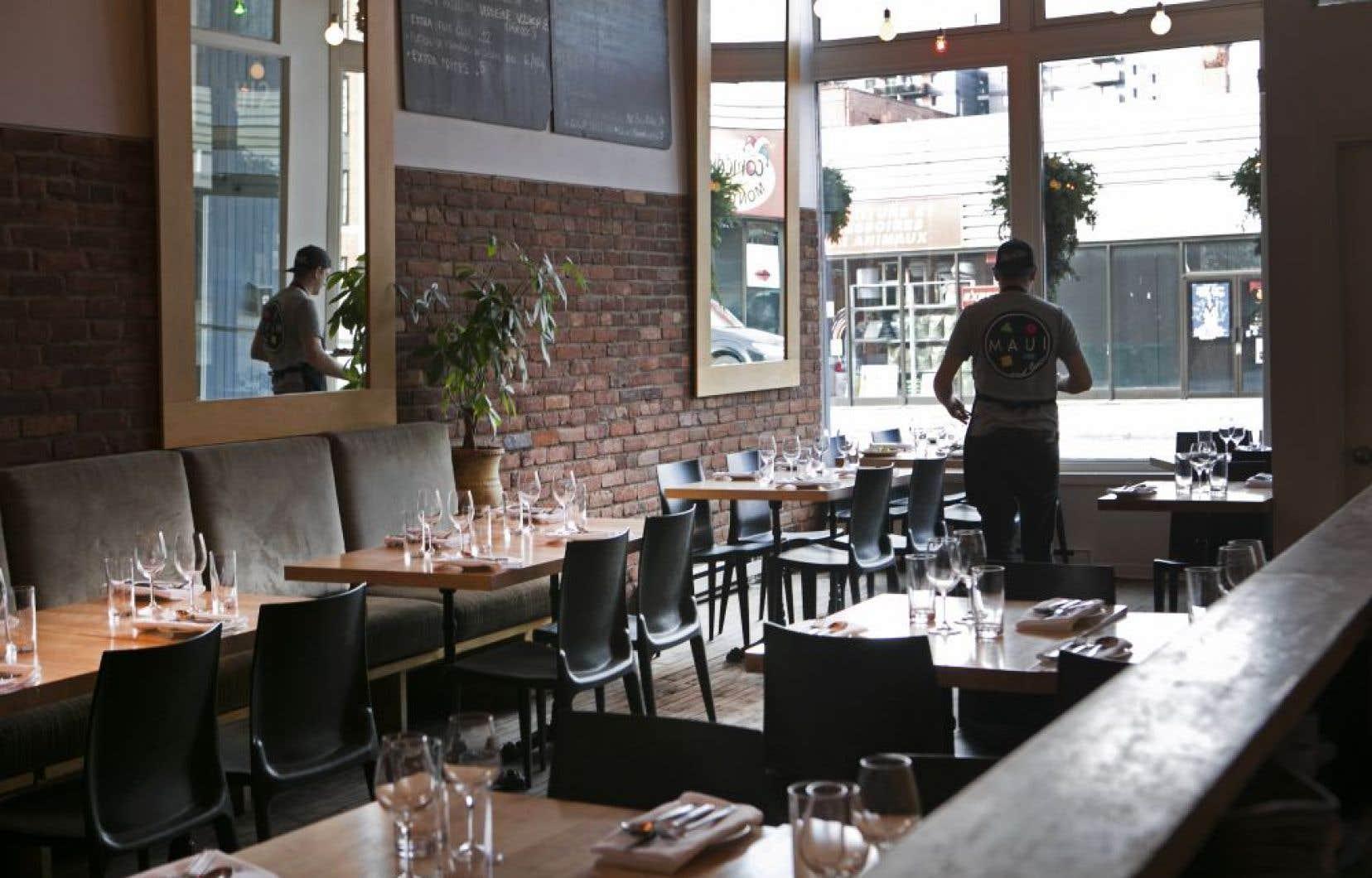 La petite salle agréable, le décor chaleureux et le service à l'avenant du restaurant «apportez votre vin» O'Thym concourent à rendre la soirée plaisante.