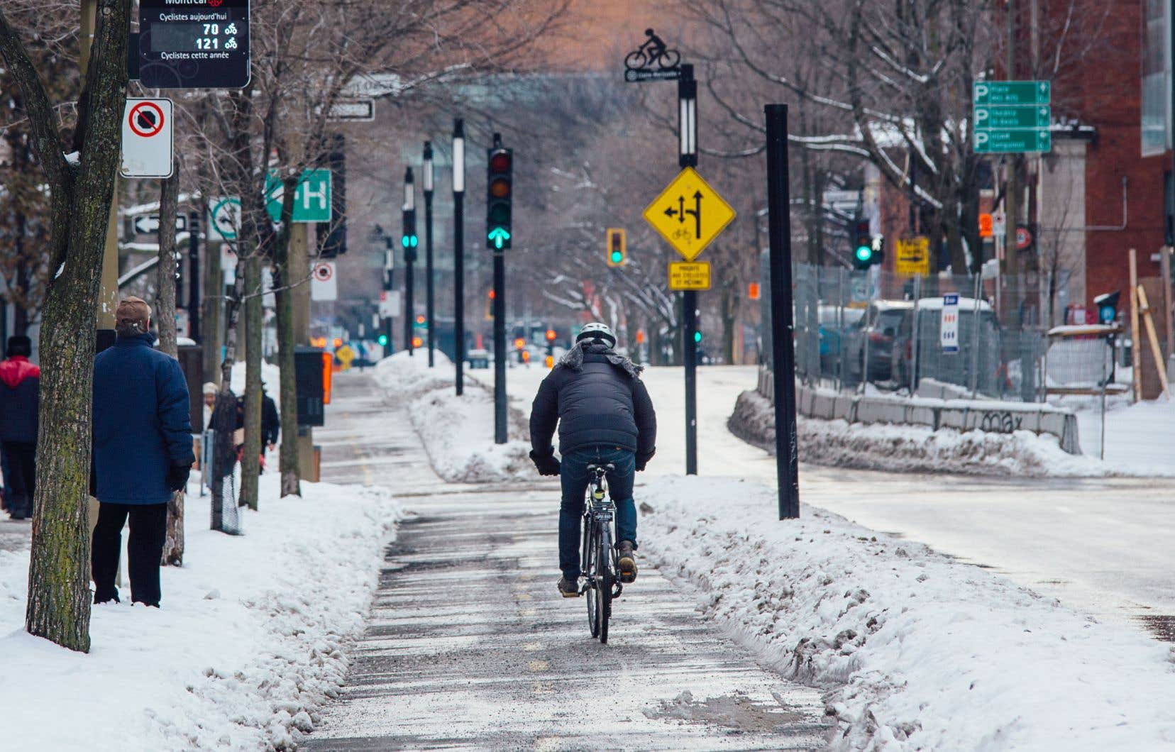 Si aucun cycliste n'a perdu la vie dans les rues de Montréal en 2019, il faudra se demander pourquoi autant de piétons — 24 au total — sont morts en traversant la chaussée.