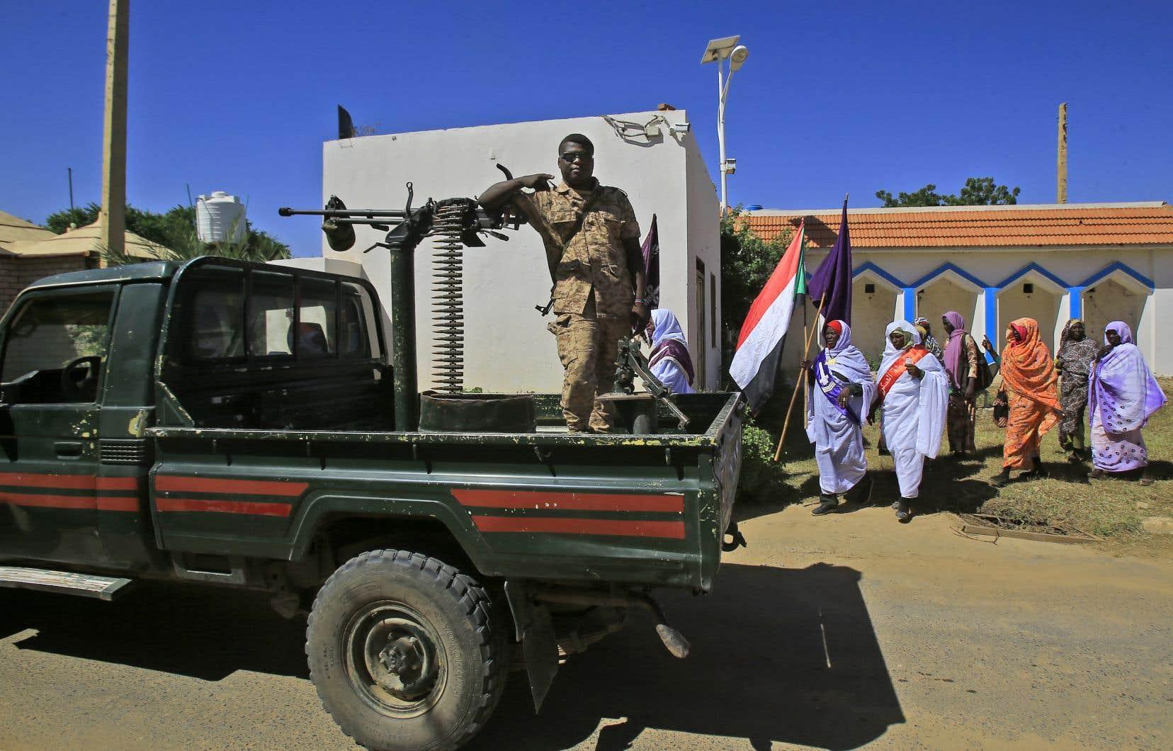 L'avion s'est écrasé après avoiracheminé de l'aide humanitaire aux habitants decette région de l'ouest du Soudan.
