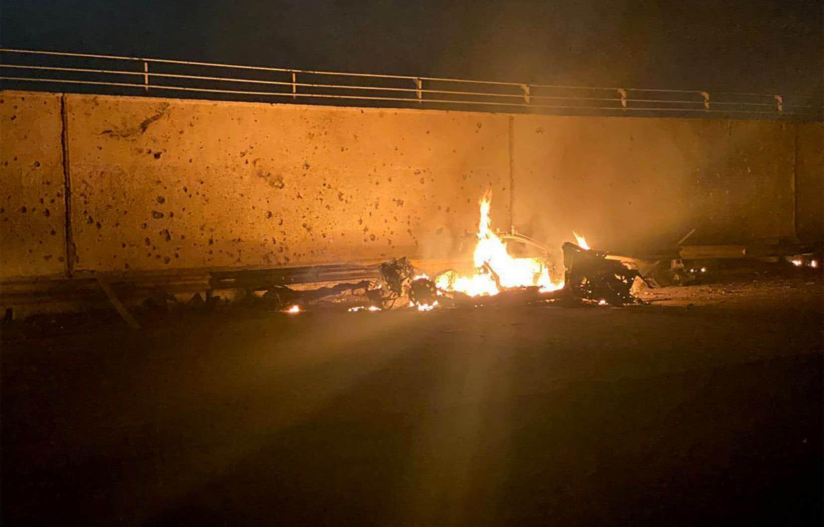 La voiture transportant le général iranien Qassem Soleimani circulait sur une route d'accès à l'aéroport international de Bagdad quand elle a été pulvérisée par «un tir de précision d'un drone».