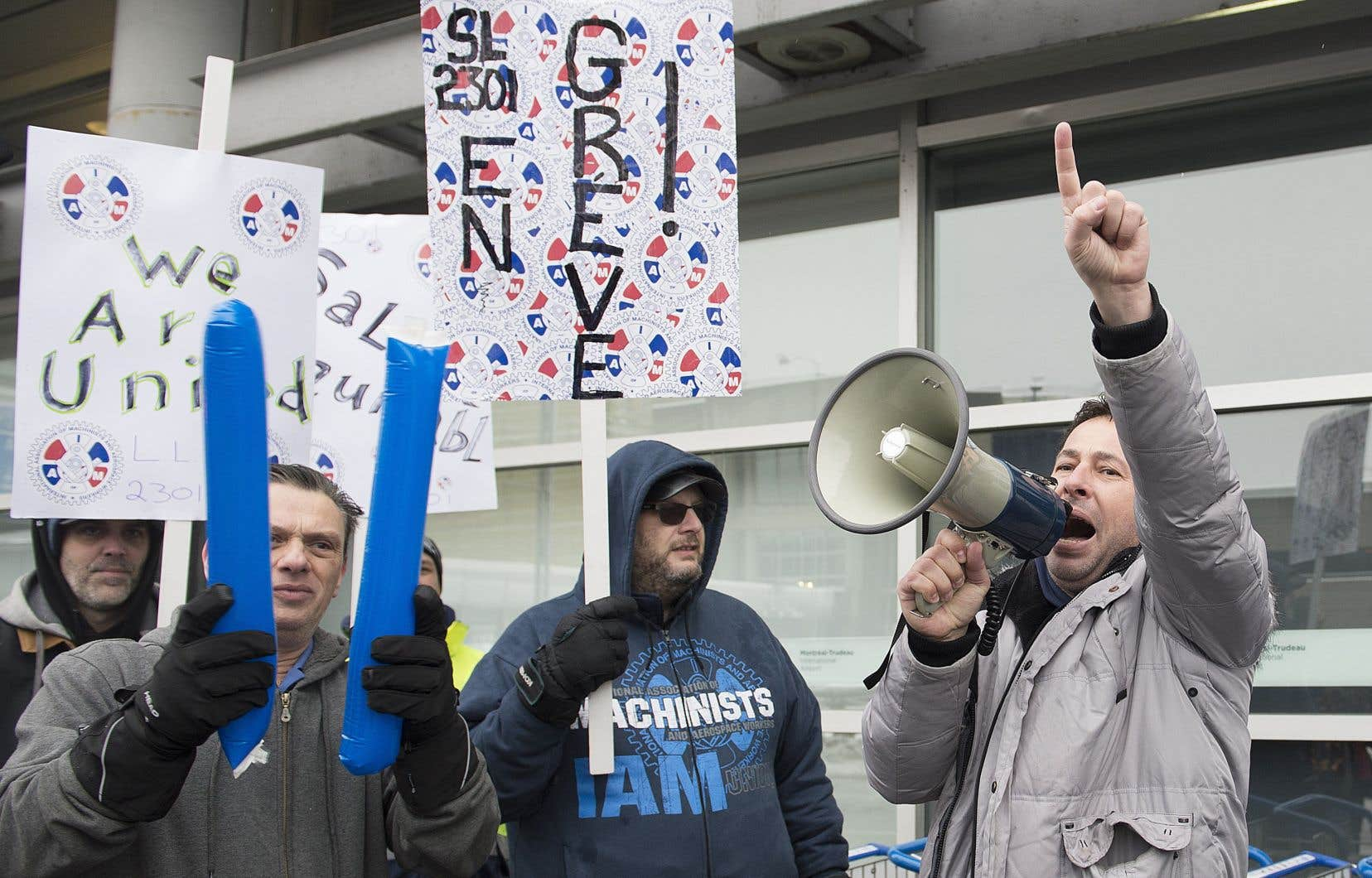 La grève de la centaine de travailleurs affectés à l'avitaillement des avions par le sous-traitant Swissport, aux aéroports Montréal-Trudeau et Mirabel, a été déclenchée le 31décembre.