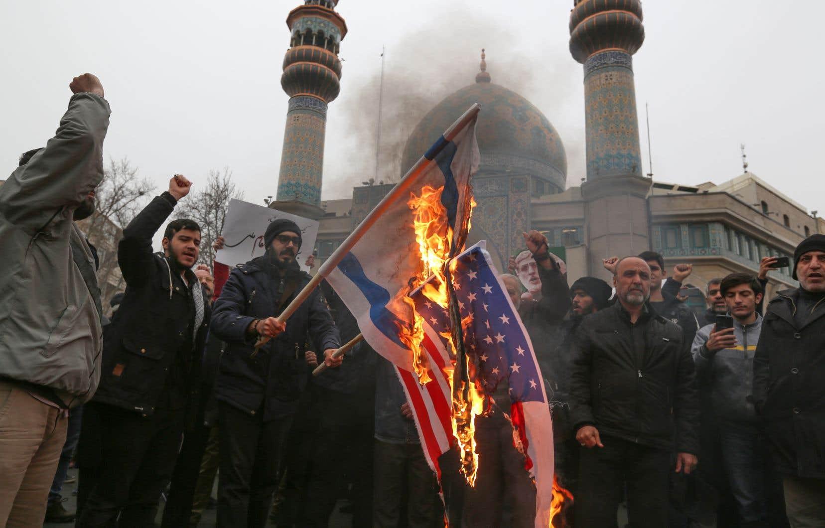 Samedi, les appels à la vengeance avaient fusé au milieu des drapeaux américains en feu dans des défilés de dizaines de milliers d'Iraniens en pleurs à Téhéran.