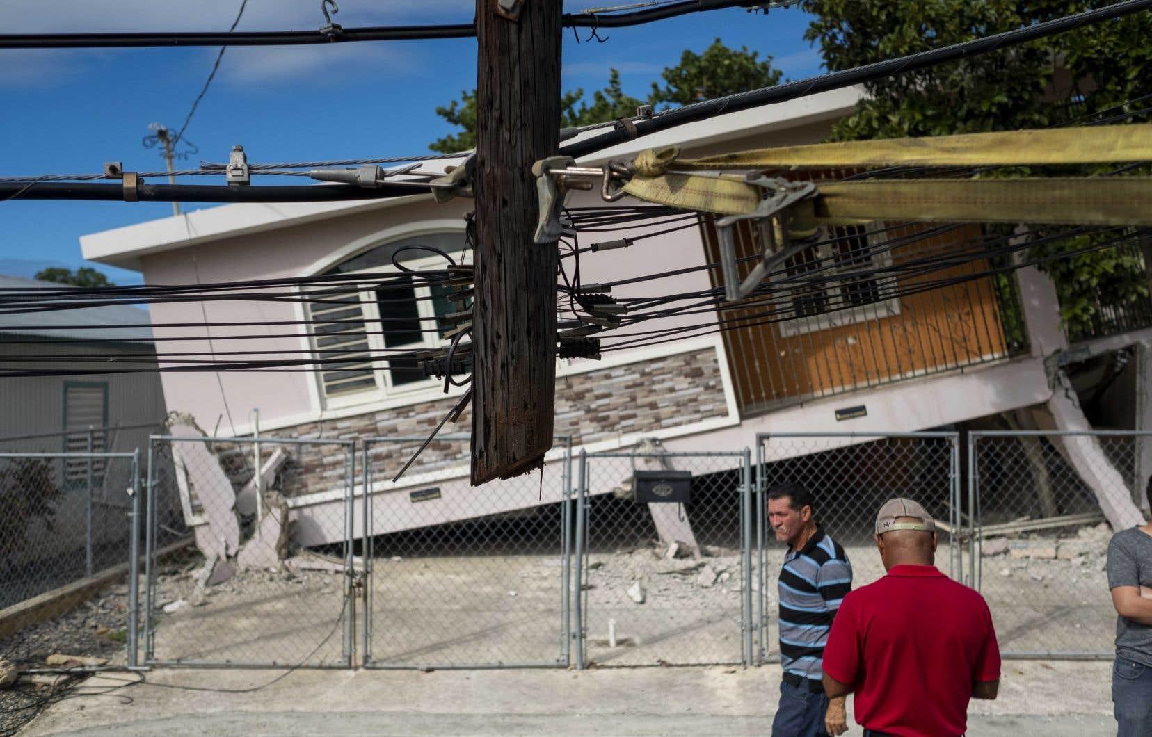 Un tremblement de terre de magnitude 5,8 avait déjà secoué l'île la veille, causant d'importants dégâts matériels.