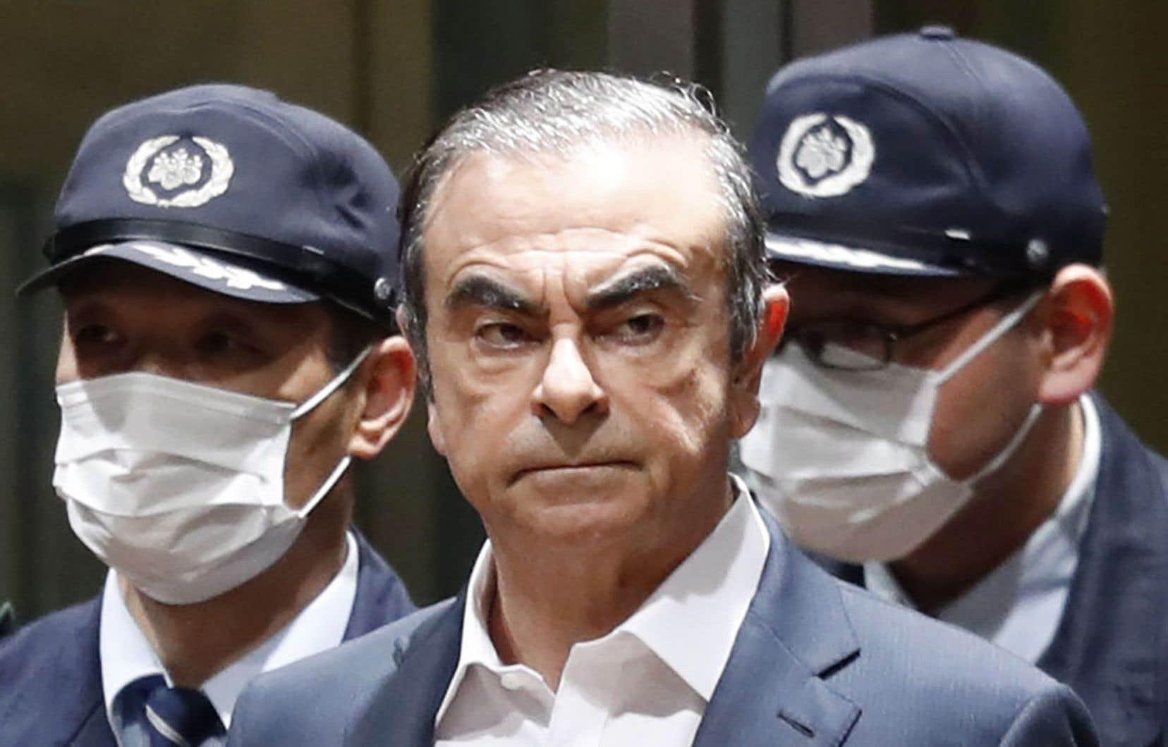 Carlos Ghosn, photographié le 25 avril 2019 à sa sortie du centre de détention de Tokyo après avoir été libéré sous caution.