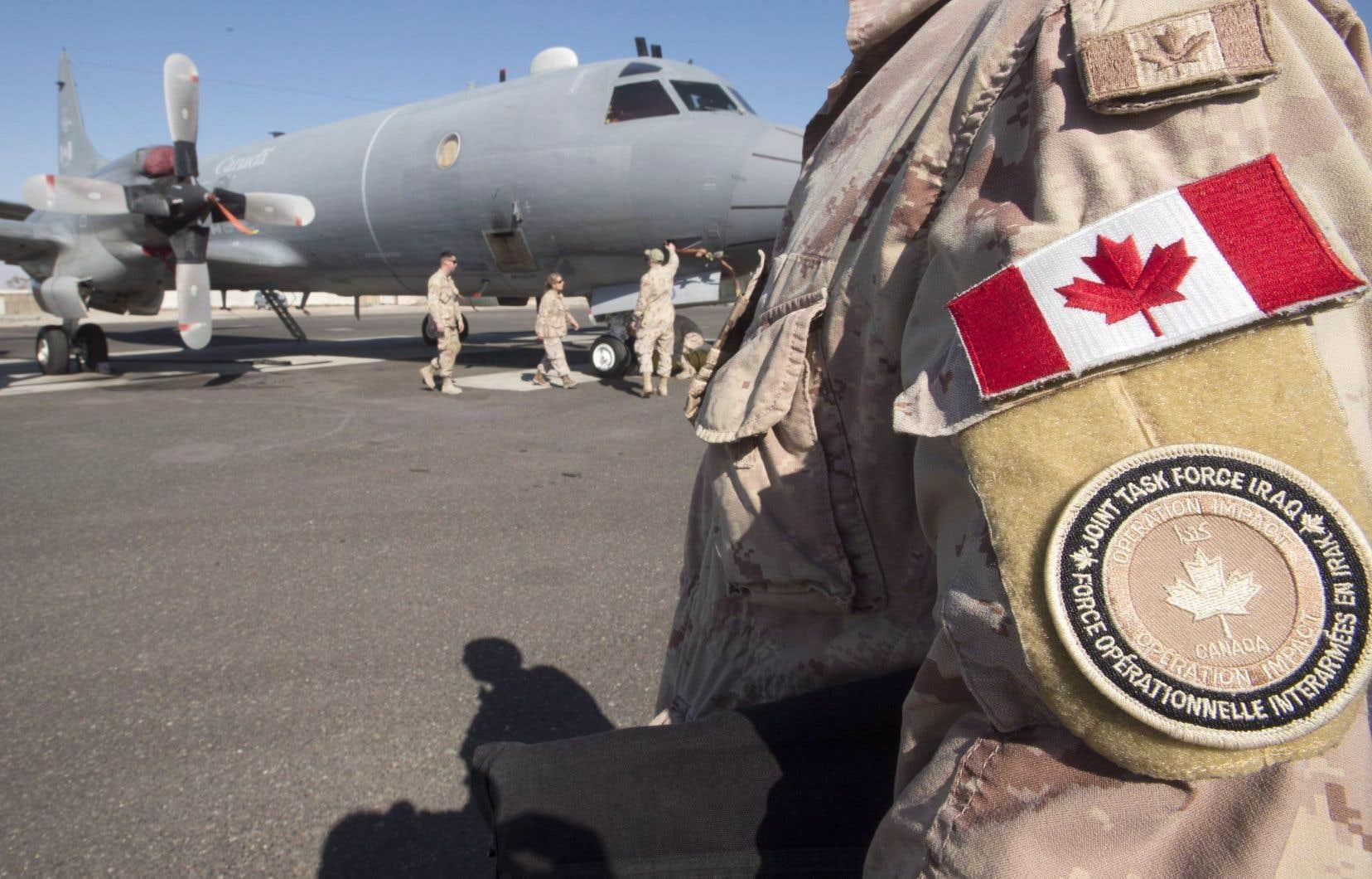Soldats canadiens déployés sur une base militaire du golfe Persique en 2017