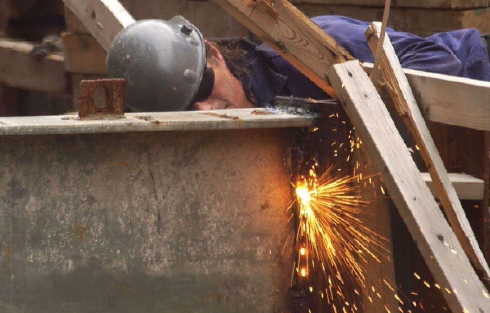 Dans un reportage diffusé mardi par Radio-Canada, un inspecteur de la Sûreté du Québec chargé de l'escouade Marteau, mandatée par le gouvernement pour enquêter sur le milieu de la construction, a confirmé l'existence de liens entre la mafia montréalaise et le milieu de la construction.