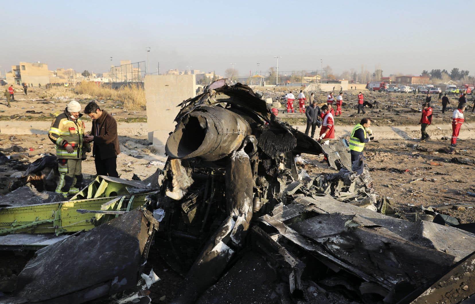L'avion de ligne ukrainien s'est écrasé mercredi peu après son décollage de Téhéran, tuant tous ceux qui se trouvaient à bord.