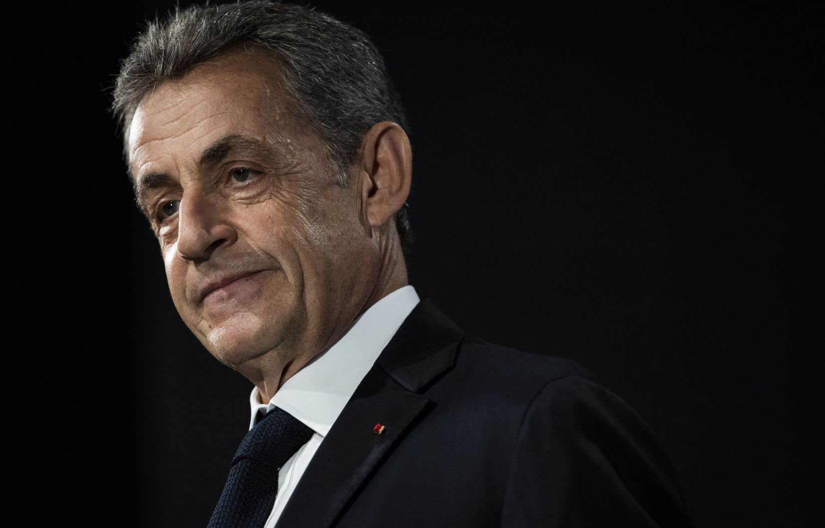 Nicolas Sarkozy est, entre autres, soupçonné d'avoir tenté, avec son avocat Thierry Herzog, d'obtenir d'un haut magistrat, Gilbert Azibert, des informations couvertes par le secret dans une procédure judiciaire.