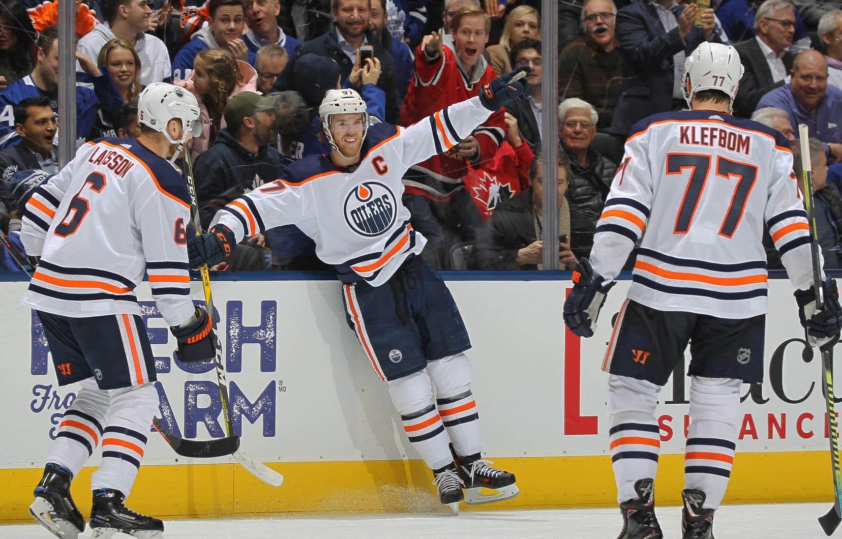 ConnorMcDavid a ajouté une autre séquence à sa banque de faits saillants déjà bien remplie, lundi, face aux Maple Leafs de Toronto.