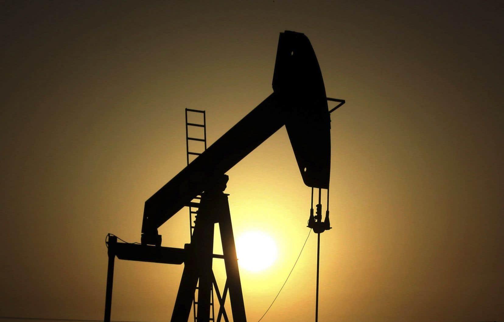 La demande mondiale en pétrole devrait augmenter de 12%, pour dépasser les 106millions de barils par jour, autour de 2040, contre 95millions en 2017, estime l'Agence d'information sur l'énergie.