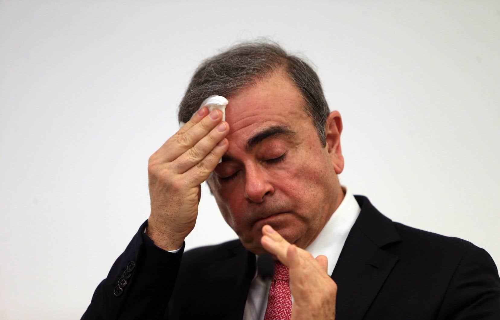 Carlos Ghosn resteraitinterdit de voyage jusqu'à réception de son dossier judiciaire du Japon, selon une source.