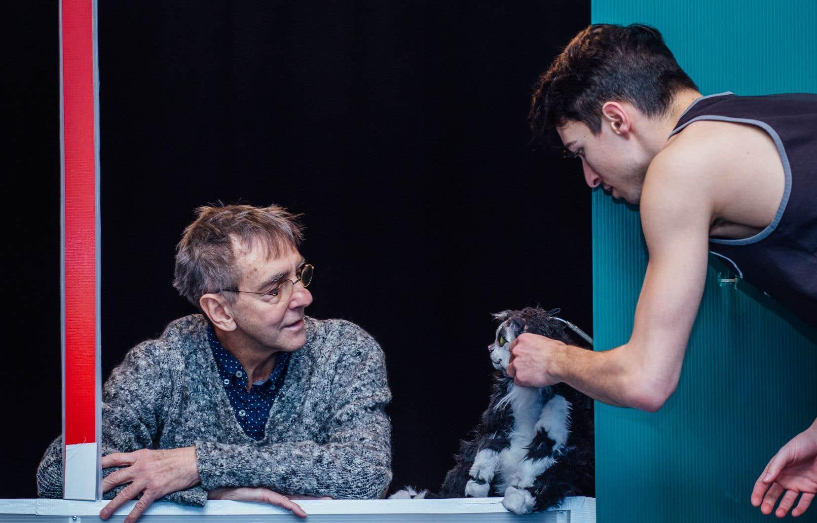 Pierre-Paul Savoie (à gauche), tête d'affiche de la rentrée en théâtre jeunesse pour sa pièce «Le trésor», ici en répétition