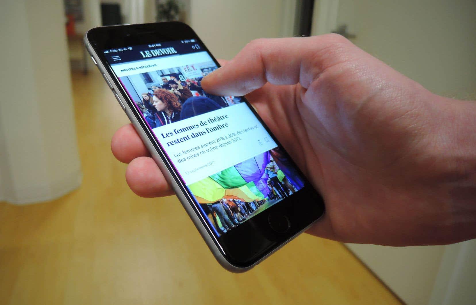 «Le numérique n'est plus une simple copie du papier, non seulement parce que les lecteurs consultent différemment l'information sur les deux supports, mais aussi parce que nous avons à notre disposition tout un arsenal multimédia, comme la vidéo ou le journalisme de données», affirme Florent Daudens, directeur de l'information.