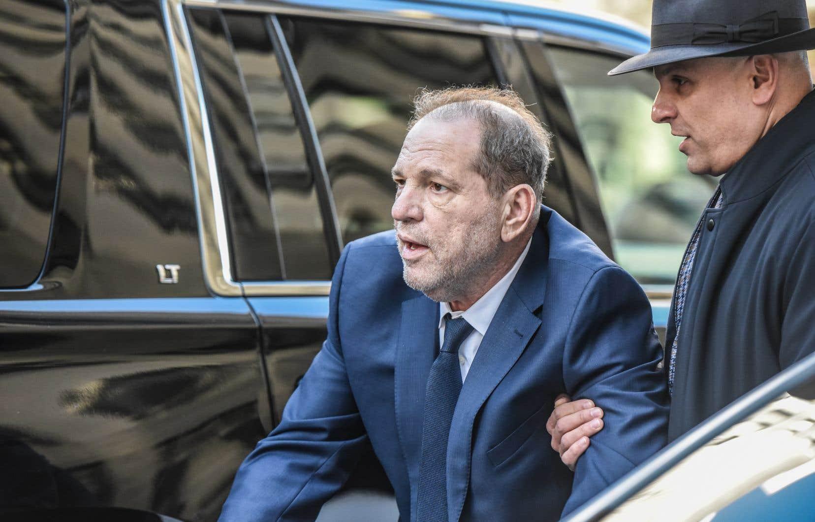 De nouvelles accusations criminelles ont été déposées contre Harvey Weinstein à Los Angeles le jour même où s'ouvrait son procès à New York.