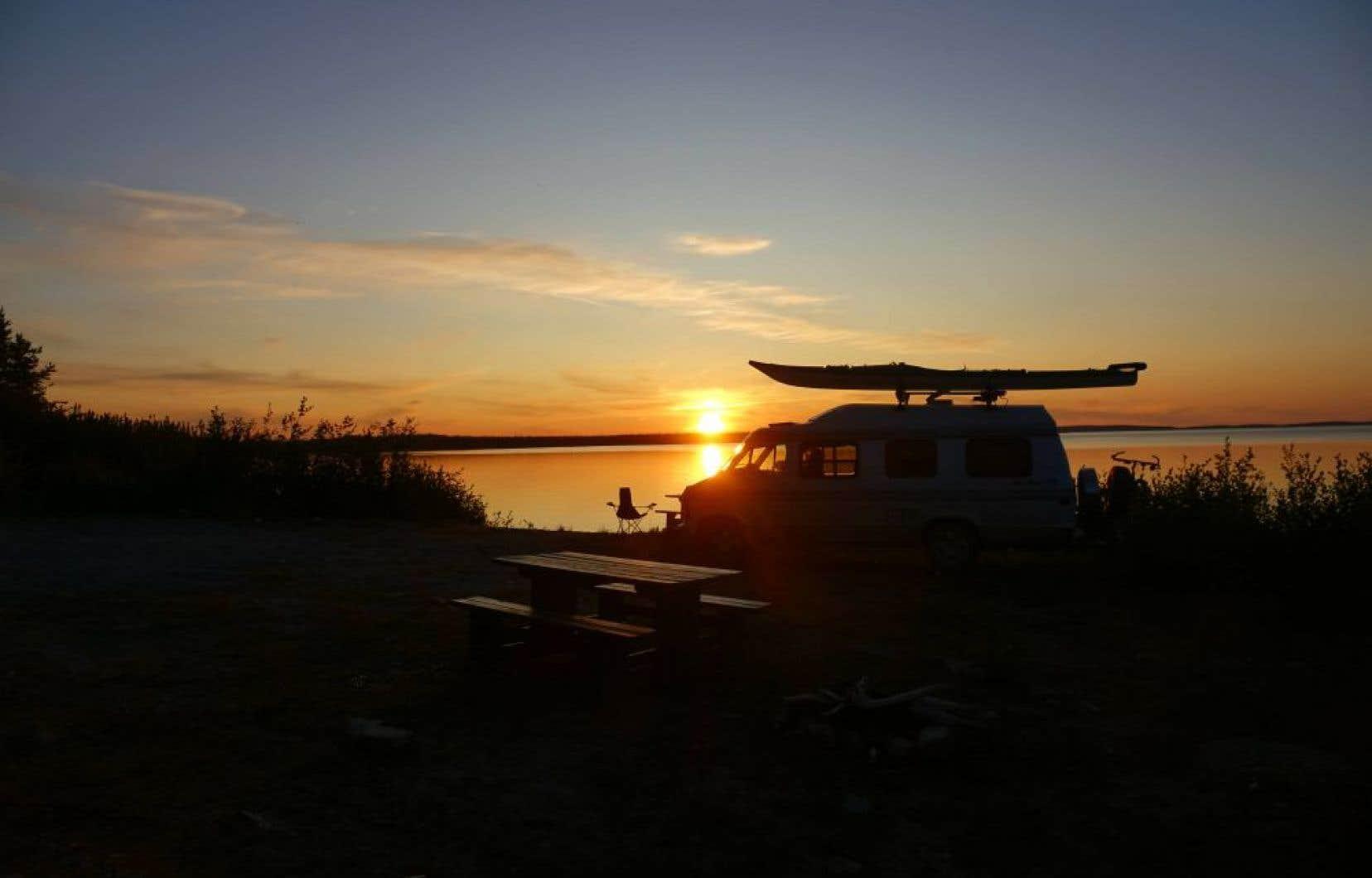 Un campement féeriques sur la route Transtaïga, rivière Sakami.