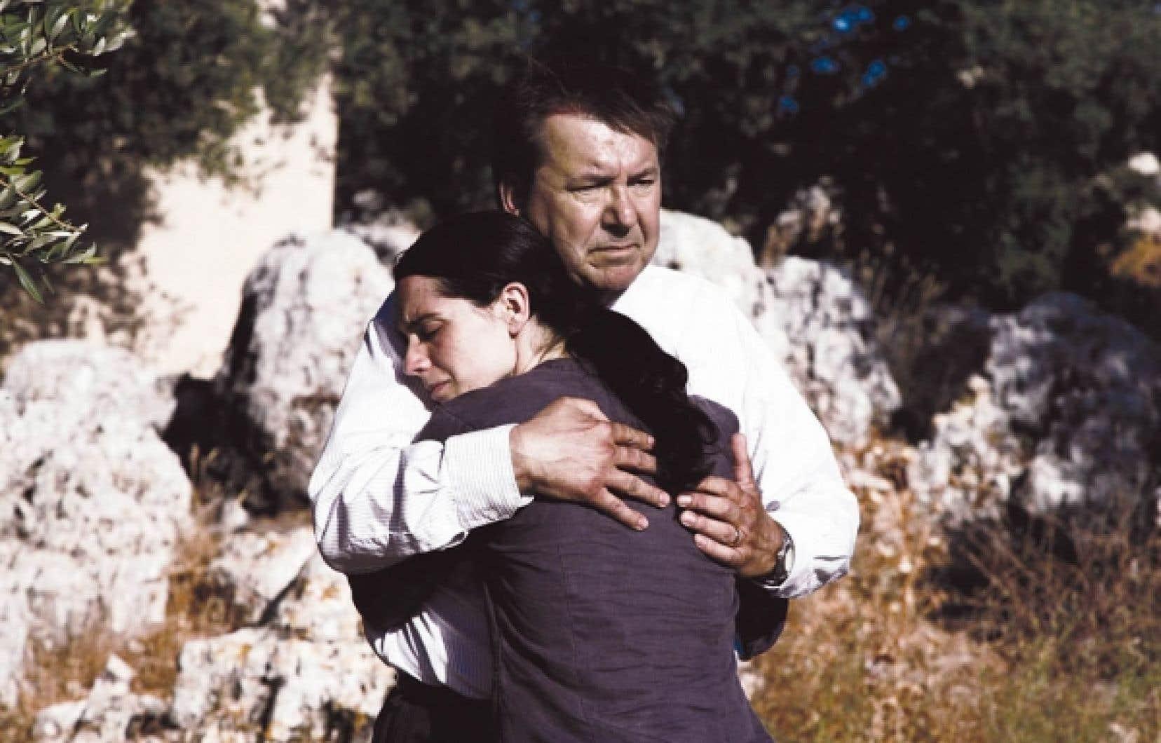 Incarné par le comédien Rémy Girard, le notaire Lebel (dans le film Incendies de Denis Villeneuve) affirme que la mort n'est jamais la fin d'une histoire. Parfois, tout commence par la conclusion.<br />