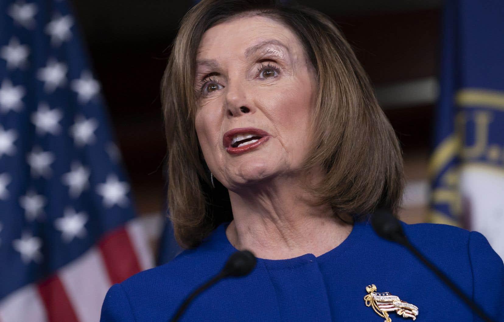 Nancy Pelosi, présidente du Congrès et cheffe des démocrates, a attendu plus de trois semaines avant de mettre en oeuvre l'envoi de l'acte d'accusation au Sénat, condition essentielle à l'ouverture du procès.