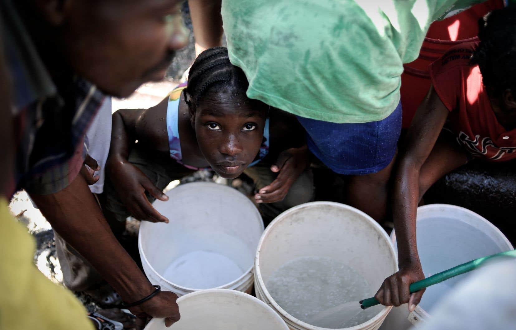 «Depuis nos premiers jours en coopération humanitaire, Serge [qui a perdu la vie durant le le tremblement de terre en Haïti] et moi avions décidé de ne pas baisser les bras devant l'injustice et la misère des enfants», souligne l'auteure.