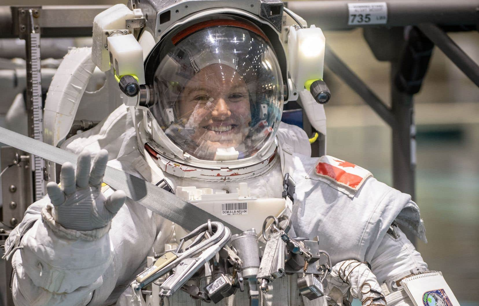 Jenni Sidey-Gibbons, ingénieure albertaine de 31 ans, a achevé avec succès le programme d'entraînement de la NASA, tout comme Joshua Kutryk, pilote militaire albertain de 37 ans.