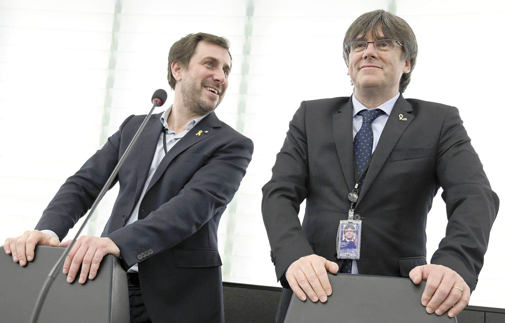 Les députés européens Toni Comin et Carles Puigdemont ont participé à leur première assemblée du Parlement européen, lundi, à l'hémicycle de Strasbourg.