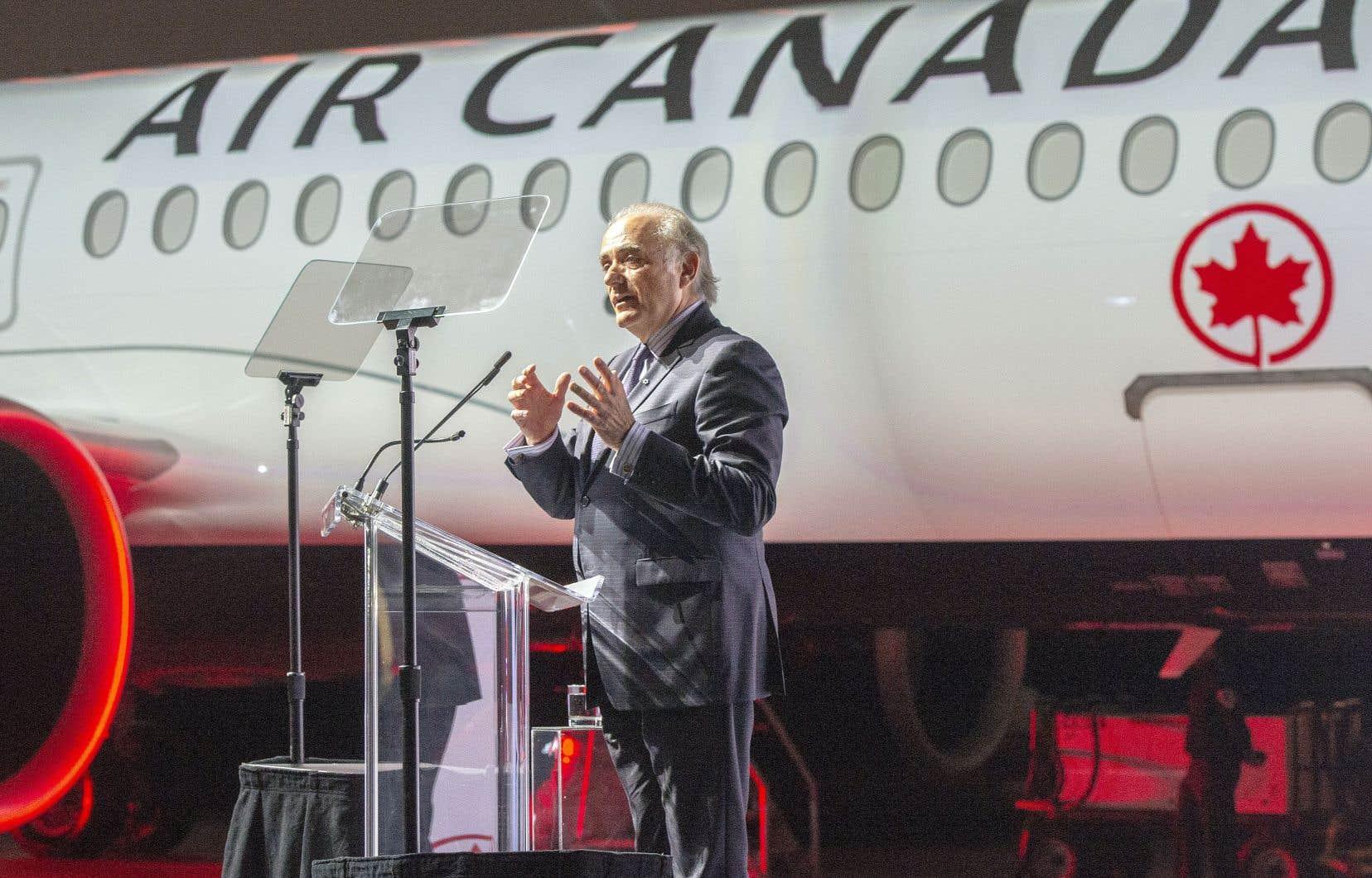 Au prix de catalogue, la commande d'appareils A220 d'Air Canada vaut à elle seule environ 3,8 milliards. Sur la photo, le président de la compagnie aérienne, Calin Rovinescu, lors de l'inauguration de l'avion mercredi.