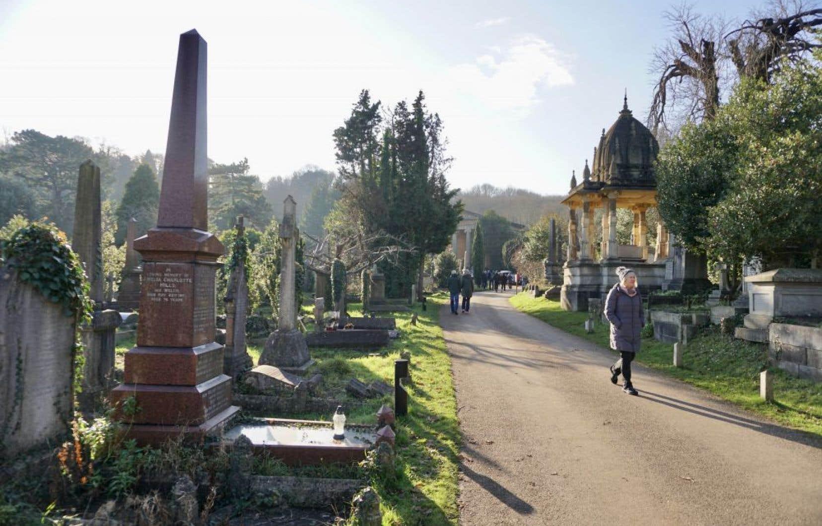 Le cimetière d'Arnos Vale à Bristol, en Angleterre. Menacé de destruction, il a fait l'objet d'une mobilisation citoyenne et à une transformation de ses activités.