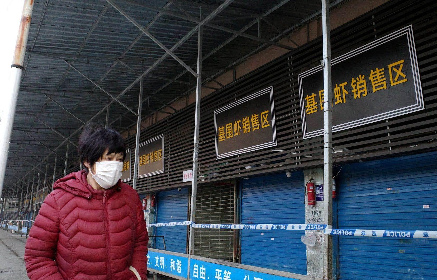 <p>L'enquête des autorités chinoises a permis de déterminer que plusieurs patients travaillaient sur un marché de la ville spécialisé dans la vente en gros de fruits de mer et de poissons.</p>