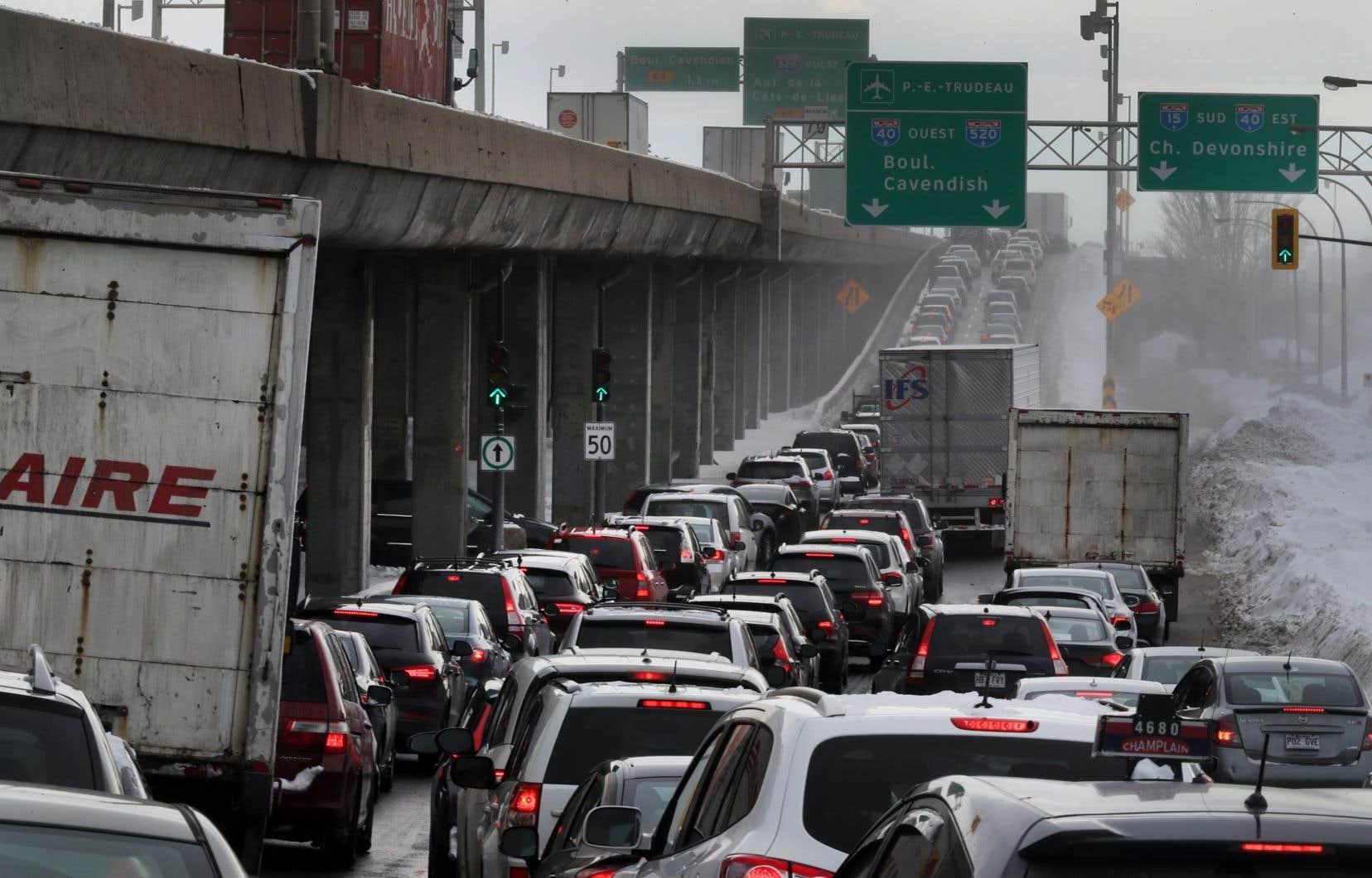 En 2018, les camions et les voitures à essence représentent respectivement 64% et 33% du total de toutes les ventes de véhicules neufs au Québec.