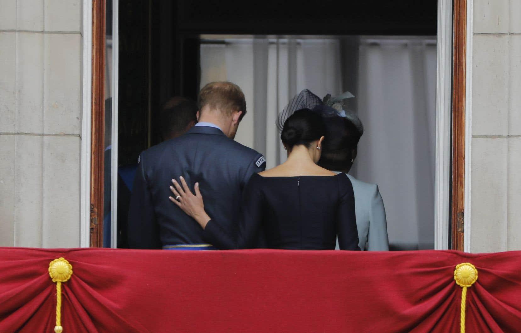 Si le couple conserve son titre de duc et duchesse de Sussex, il renonce en revanche à son allocation royale et devra rembourser certaines dépenses publiques dont il a bénéficié.
