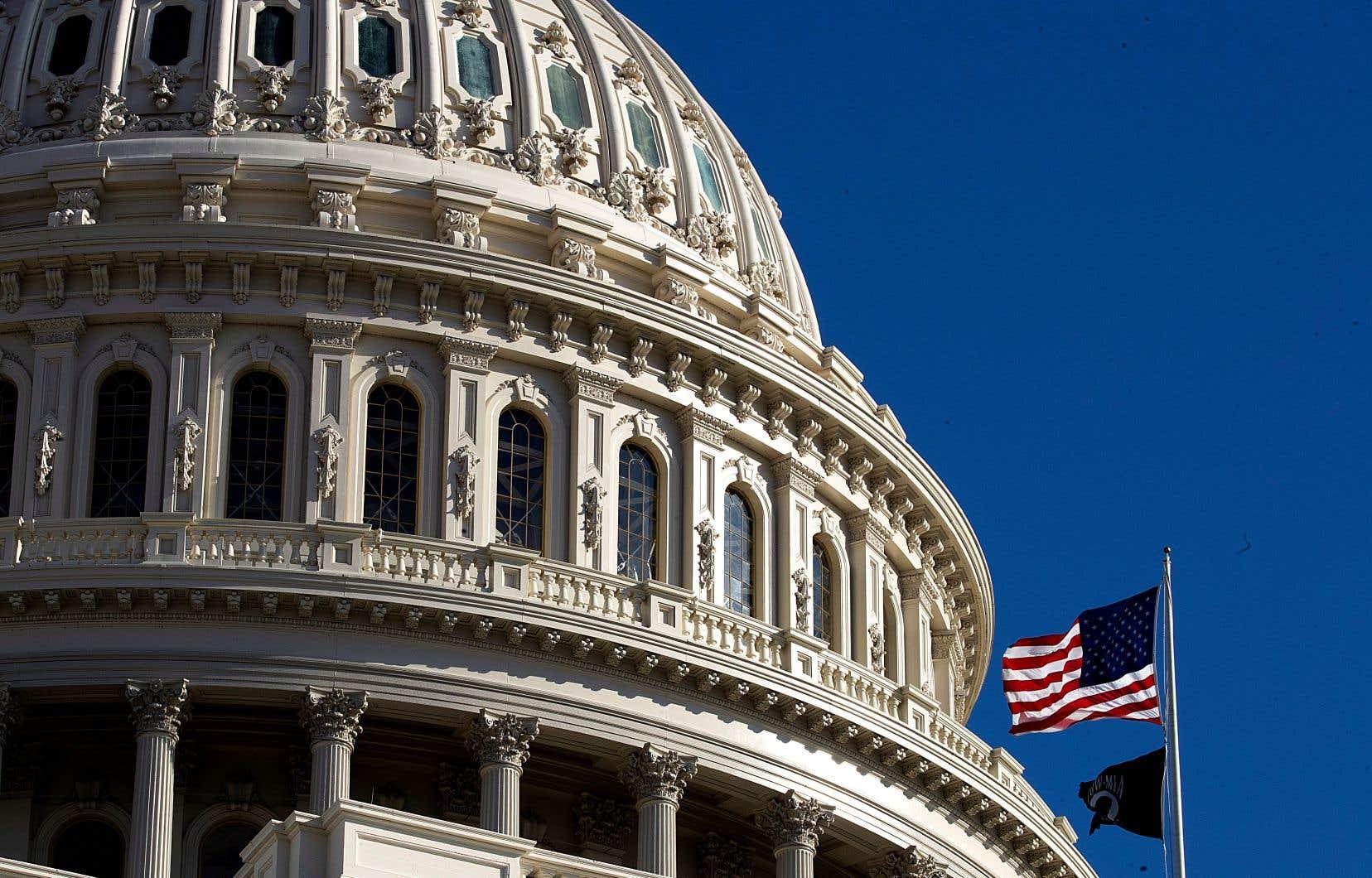Cinq jours après avoir juré de rendre la justice de «manière impartiale», les 100 sénateurs se sont retrouvés au Capitole, siège du Congrès à Washington.